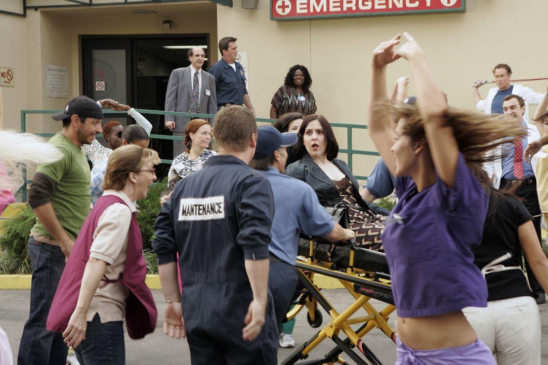 Sobald Patti (Stephanie D'Abruzzo, liegend), eine besondere Patientin, anwesend ist, beginnen alle Menschen um sie herum zu tanzen und zu singen ... - Bildquelle: Touchstone Television