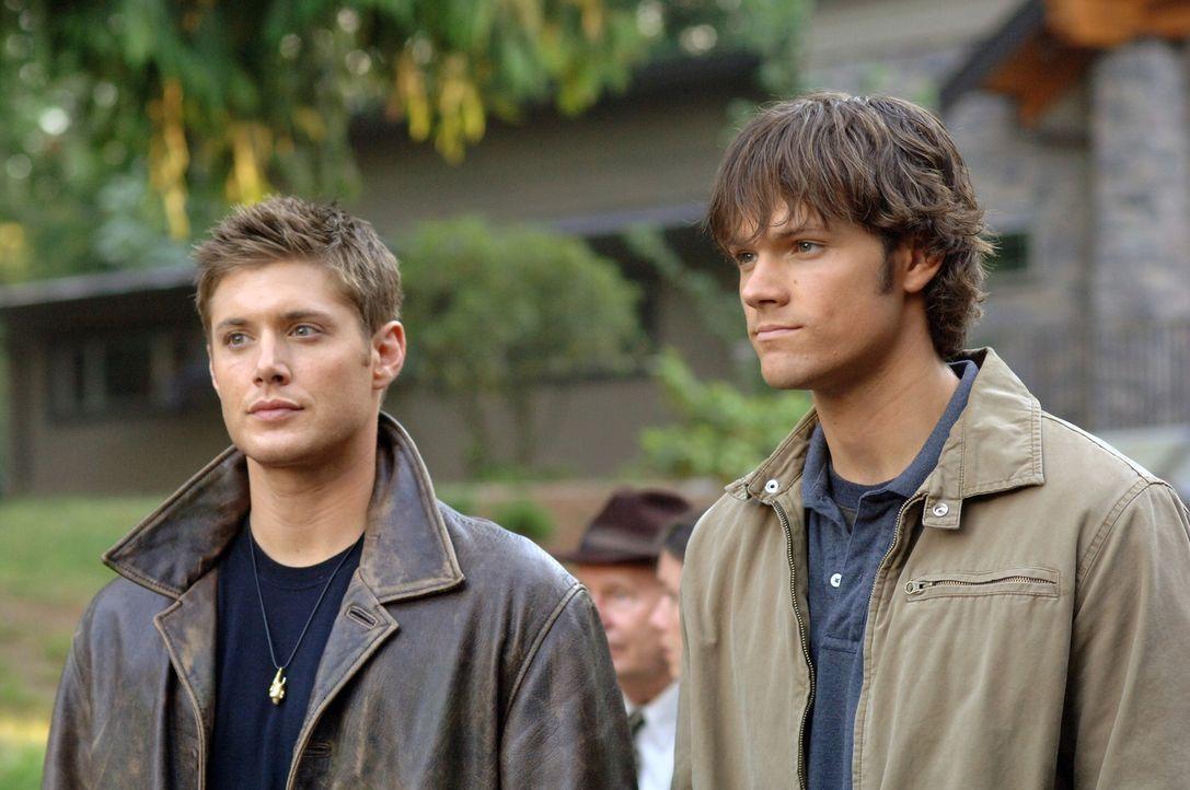 Sam (Jared Padalecki, r.) und Dean Winchester (Jensen Ackles, l.) helfen in Iowa einem Mädchen, die eine Verbindung zum Hakenmann hat ... - Bildquelle: Warner Bros. Television