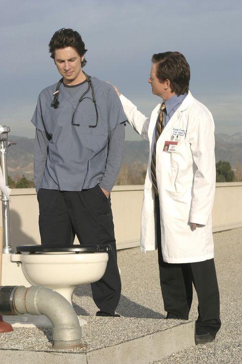 Nachdem J.D. (Zach Braff, l.) den geheimen Ort der Ruhe gefunden hat, interessiert sich Dr. Casey (Michael J. Fox, r.) nur noch für die Dach-Toilet... - Bildquelle: Touchstone Television