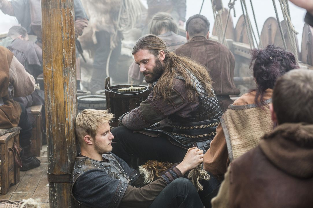 Ragnar und Horik haben sehr unterschiedliche Ideen über den wahren Grund für ihre Reise nach Wessex, während Bjorn (Alexander Ludwig, l.) und sein O... - Bildquelle: 2014 TM TELEVISION PRODUCTIONS LIMITED/T5 VIKINGS PRODUCTIONS INC. ALL RIGHTS RESERVED.