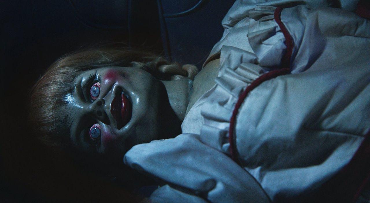 In der Puppe Annabelle wurde ein Dämon heraufbeschworen, der sein Unheil treibt und nach unschuldigen Seelen trachtet. Er kennt keine Gnade und trei... - Bildquelle: 2014 Warner Brothers
