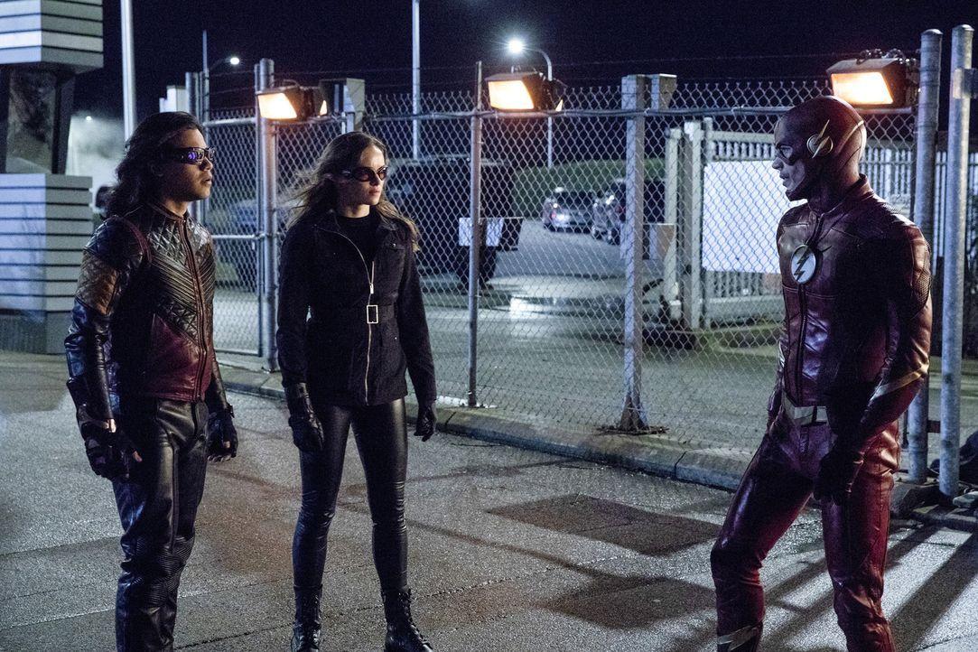 Barry alias The Flash (Grant Gustin, r.) will zusammen mit Cisco (Carlos Valdes, l.) und Caitlin (Danielle Panabaker, M.) die Kraft der Speed Force... - Bildquelle: 2017 Warner Bros.