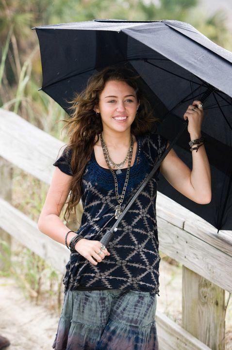 """Gegen ihren Willen muss die 17-jährige Veronica """"Ronnie"""" Miller (Miley Cyrus) die Ferien bei ihrem Vater in einem kleinen Küstenstädtchen in Nort... - Bildquelle: Sam Emerson SMPSP Touchstone Pictures.  All Rights Reserved"""
