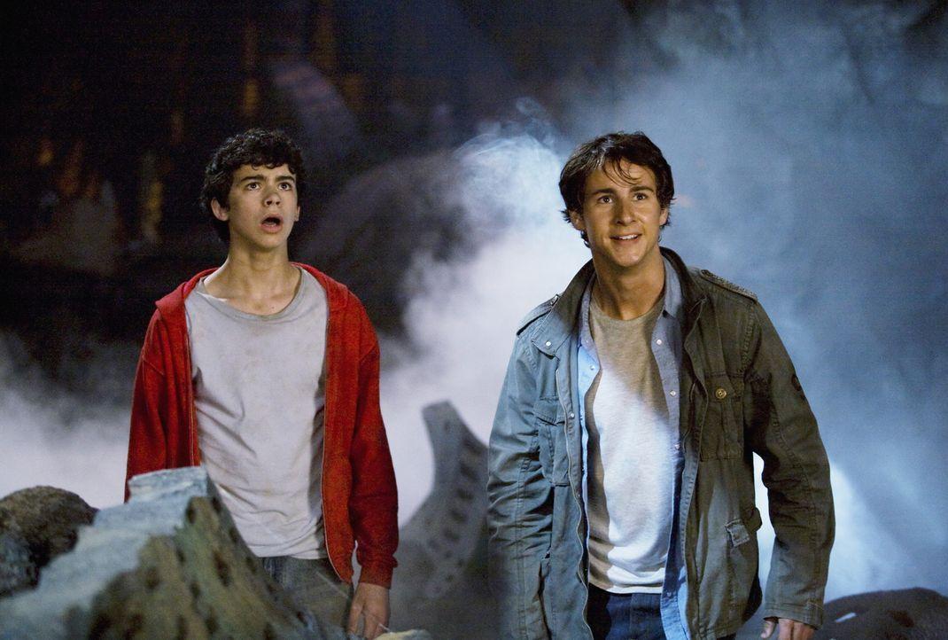 Können nicht glauben, was sie da sehen: die beiden Brüder Nick (Kelly Blatz, r.) und Tyler (Joey Pollari, l.) ... - Bildquelle: Disney