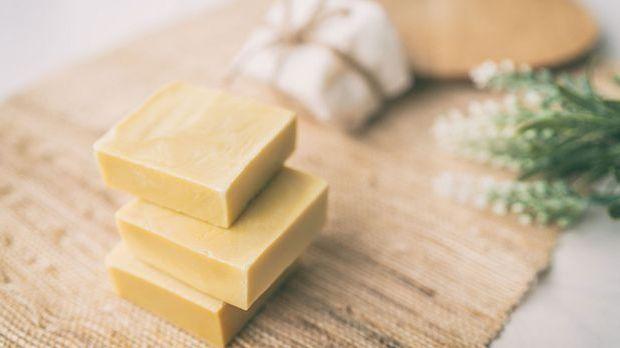 Feste Seifen sind umweltfreundlich und überzeugen mit natürlichen Aromen auf...