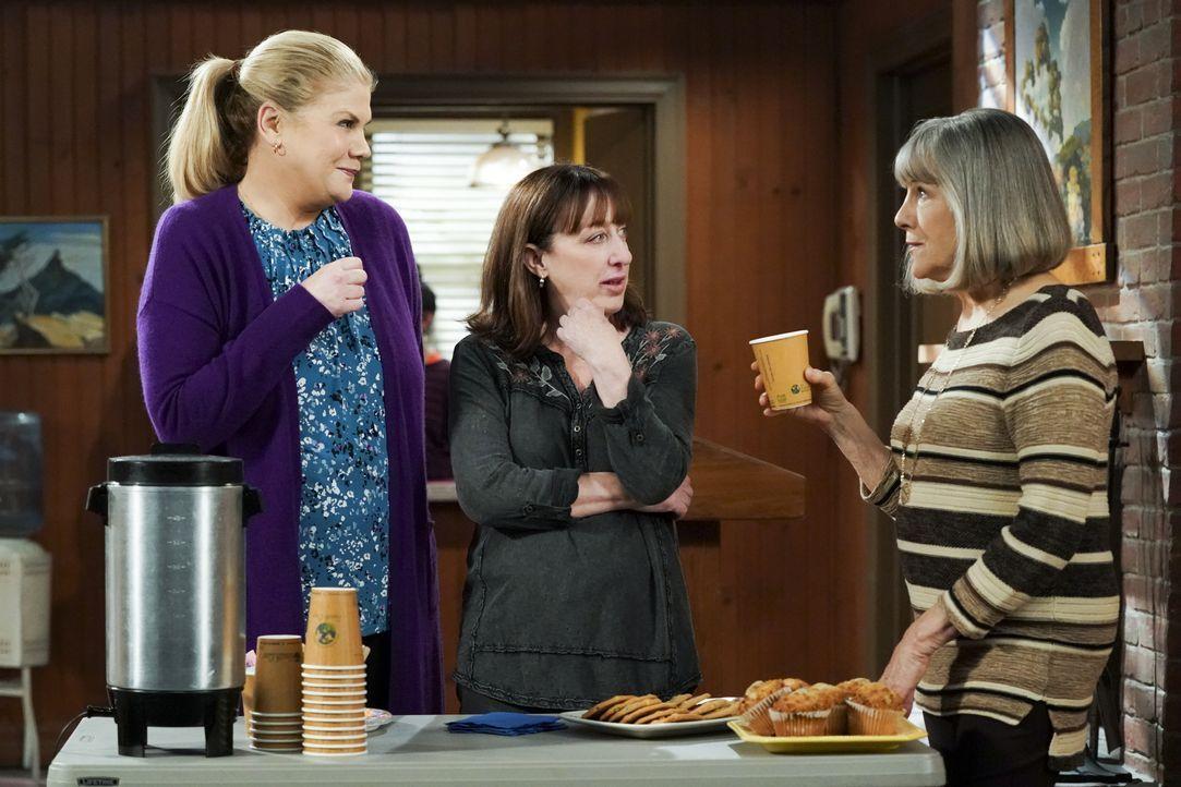 (v.l.n.r.) Tammy (Kristen Johnston); Wendy (Beth Hall); Marjorie (Mimi Kennedy) - Bildquelle: Warner Bros. Entertainment, Inc.