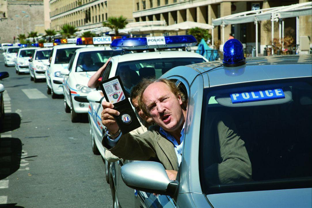 Als Commissaire Gibert (Bernard Farcy) für einige Tage einen Schwerverbrecher in seiner Marseiller Polizeistation in Gewahrsam nehmen soll, bricht... - Bildquelle: Europa Corp