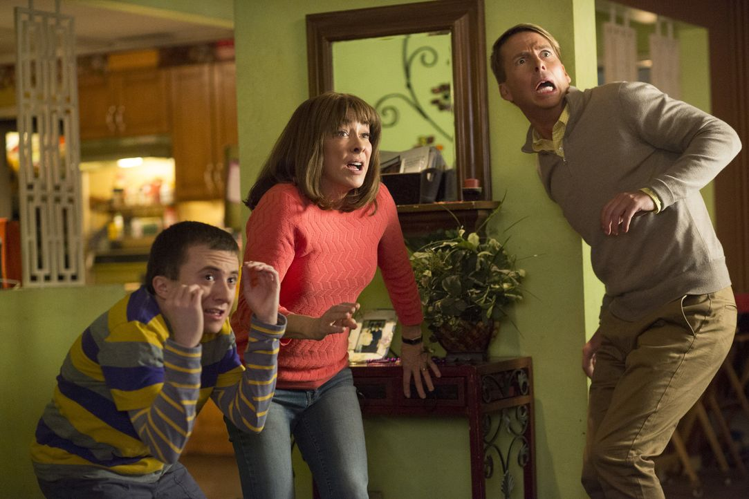 (v.l.n.r.) Brick (Atticus Shaffer); Frankie (Patricia Heaton); Dr. Ted Goodwin (Jack McBrayer) - Bildquelle: Michael Ansell 2017 American Broadcasting Companies, Inc. All rights reserved./Michael Ansell