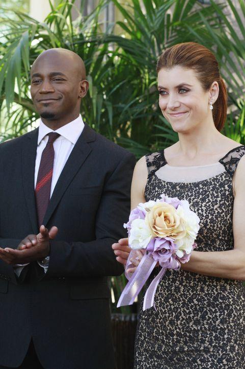 Da Sam (Taye Diggs, l.) unsicher ist, was Addison (Kate Walsh, r.) und Dr. Rodriguez betrifft, hat Addison einen Plan um ihm zu zeigen, wie sehr sie... - Bildquelle: ABC Studios