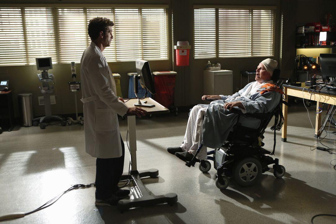 Am Frühstückstisch kommt Derek (Patrick Dempsey, l.) eine geniale Idee für den Patienten Mickey (Jay Cramer, r.), der vom Hals abwärts gelähmt... - Bildquelle: ABC Studios