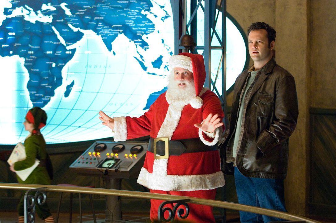 """Fred Claus (Vince Vaughn, r.) steht schon seit der Kindheit im Schatten seines erfolgreichen Bruders Nick """"Santa"""" Claus (Paul Giamatti, l.). Wegen s... - Bildquelle: Warner Brothers"""