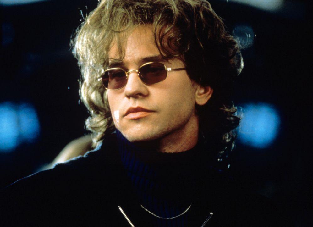 Mit Hilfe der unterschiedlichsten Masken verändert Simon Templar (Val Kilmer) sein Aussehen ständig ... - Bildquelle: Paramount Pictures