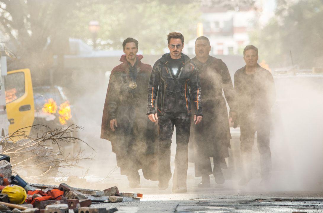 (v.l.n.r.) Doctor Strange / Stephen Strange (Benedict Cumberbatch); Iron Man / Tony Stark (Robert Downey Jr.); Wong (Benedict Wong); Hulk / Bruce Ba... - Bildquelle: Chuck Zlotnick Marvel Studios 2018 / Chuck Zlotnick