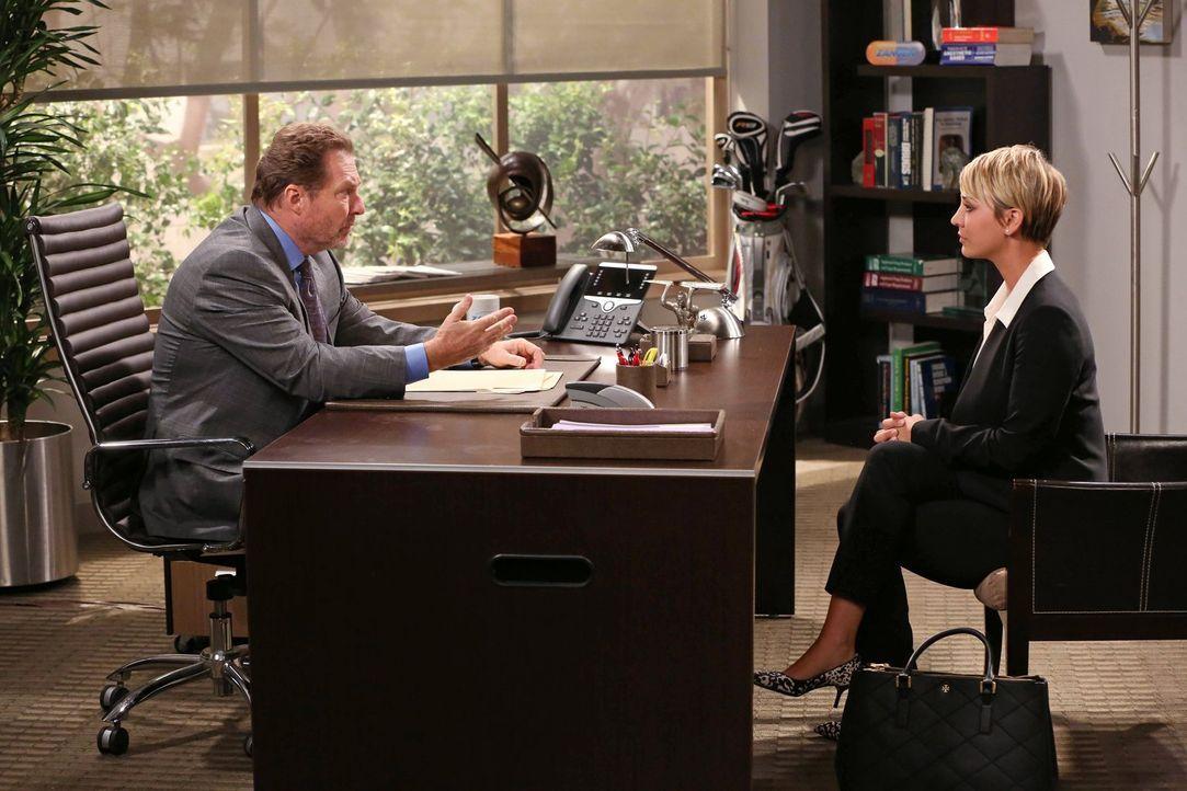 Beim Vorstellungsgespräch als Verkäuferin bei dem Pharmaunternehmen, für das auch Bernadette arbeitet, versagt Penny (Kaley Cuoco, r.) und gesteht d... - Bildquelle: Warner Brothers