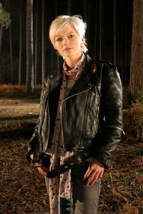 Nimmt den Kampf mit den Killern aus verschiedenen Erdzeitaltern auf: Abby (Hannah Spearritt) ... - Bildquelle: ITV Plc