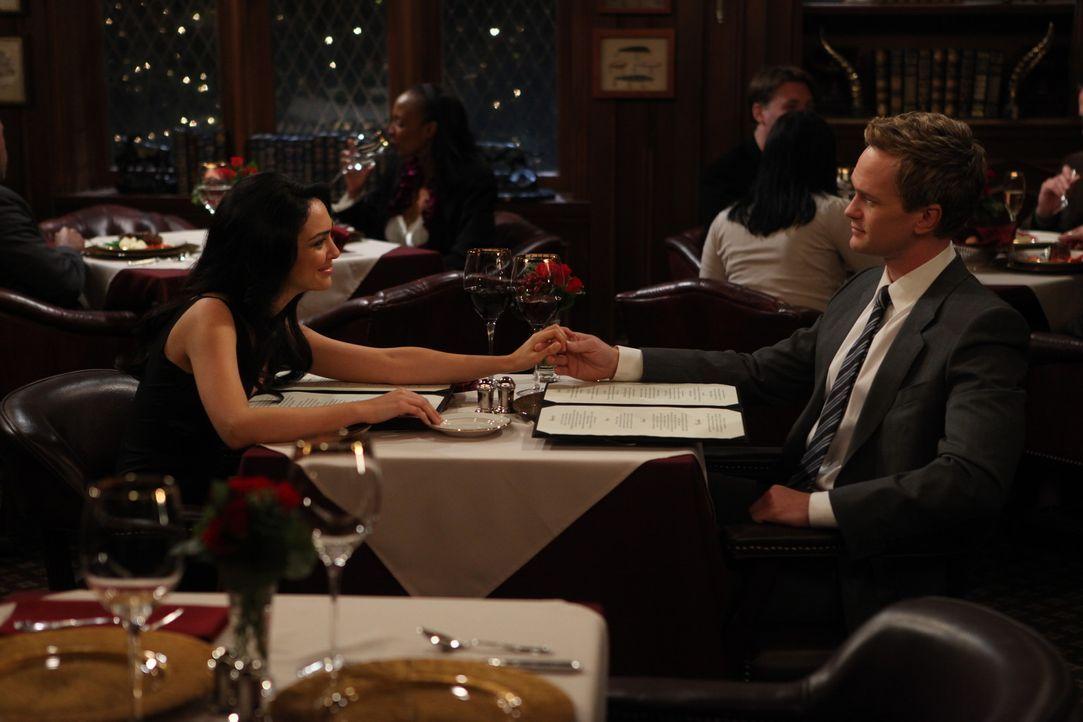 Sinneswandel: Nora (Nazanin Boniadi, l.) und Barney (Neil Patrick Harris, r.) ... - Bildquelle: 20th Century Fox International Television
