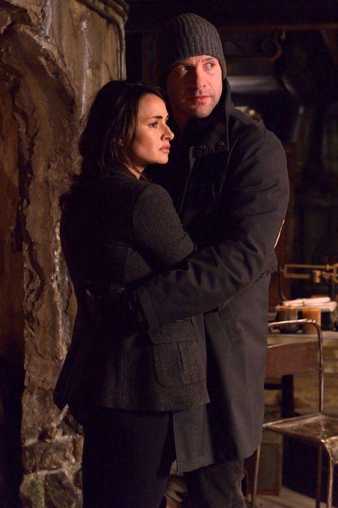Wird sich Nora (Mia Maestro, l.) doch dazu entscheiden, zusammen mit Eph (Corey Stoll, r.) und Abraham gegen die Vampire zu kämpfen? - Bildquelle: 2014 Fox and its related entities. All rights reserved.