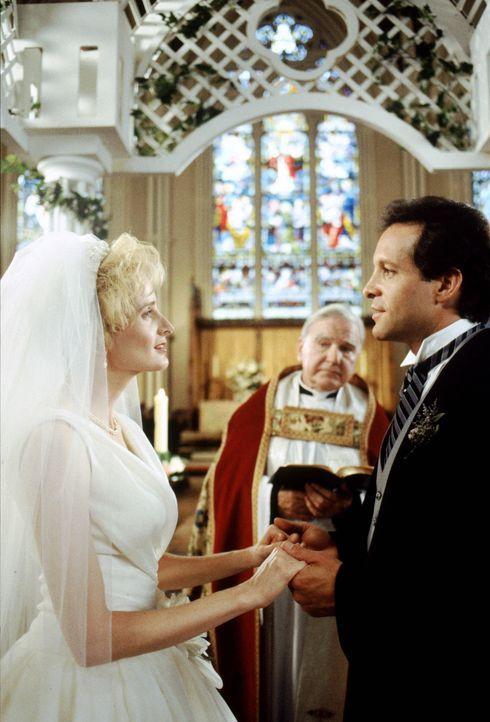 Clarice (Jane Sibbett, l.) und Roger (Steve Guttenberg, r.) wollen den Bund der Ehe eingehen. Schaffen es die Zwillinge Amanda und Alyssa, die Hochz... - Bildquelle: Warner Bros.