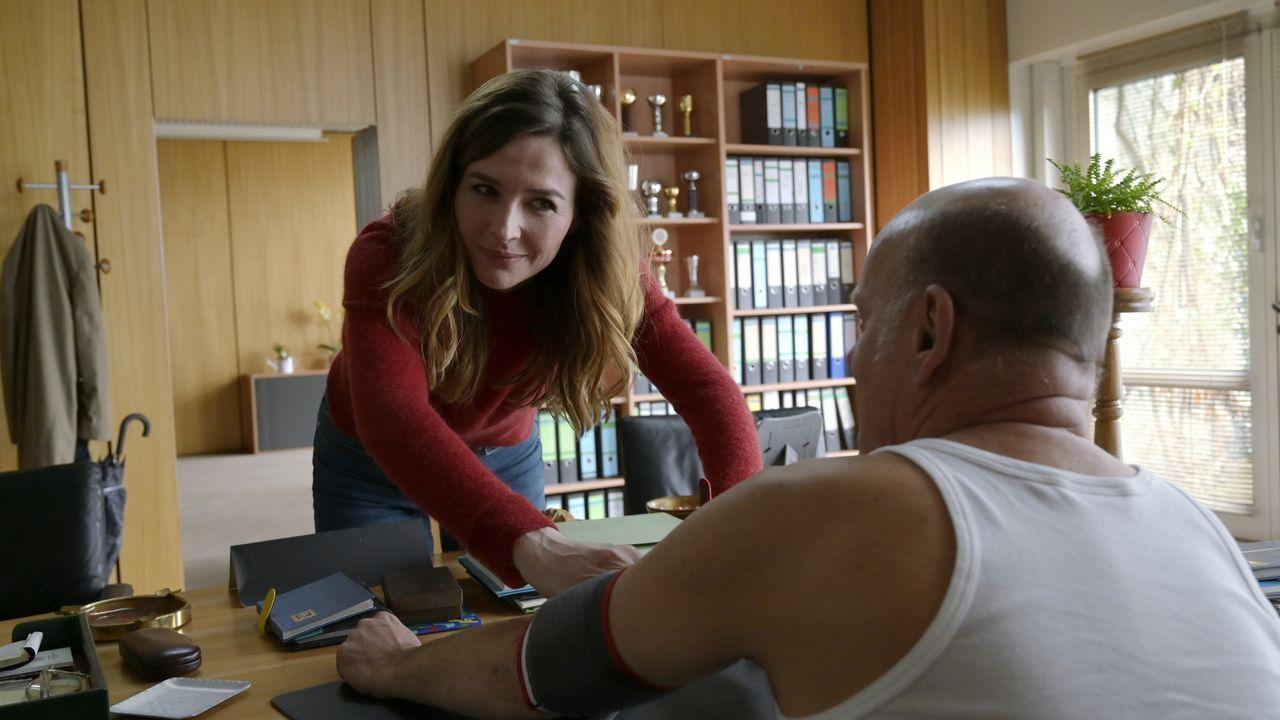 Eva Jordan (Katrin Bauerfeind, l.); Ludger Brinkmann (Ulrich Gebauer, r.) - Bildquelle: Christiane Pausch ProSieben / Christiane Pausch