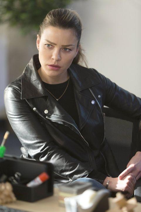Noch ahnt Chloe (Lauren German) nicht, was in der angeblich perfekten Privatschule im Verborgenen alles vor sich geht ... - Bildquelle: 2016 Warner Brothers