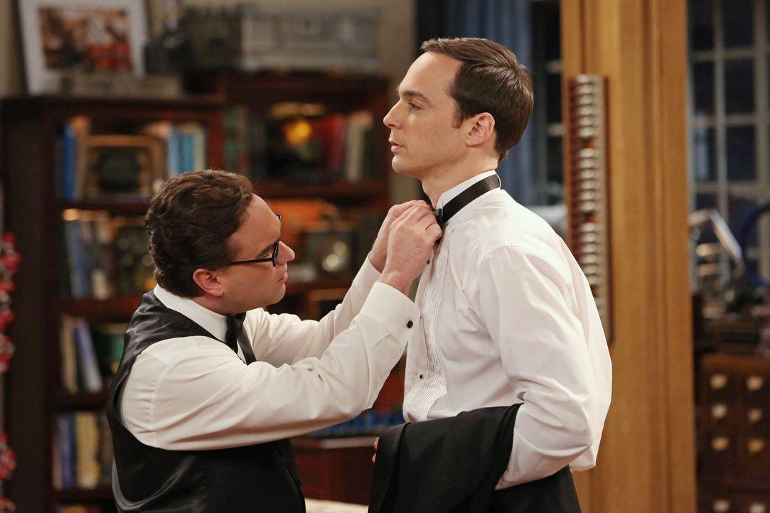 Als Leonard (Johnny Galecki, l.) erfährt, dass Sheldon (Jim Parsons, r.) alle Erfahrungen des Abschlussballs mitnehmen möchte, ist ihm klar, dass da... - Bildquelle: Warner Bros. Television
