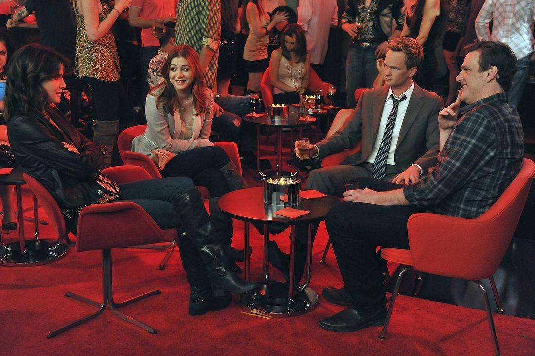 Noch verbringen Robin (Cobie Smulders, l.), Lilly (Alyson Hannigan, 2.v.l.), Barney (Neil Patrick Harris, 2.v.r.) und Marshall (Jason Segel, r.) ein... - Bildquelle: 20th Century Fox International Television