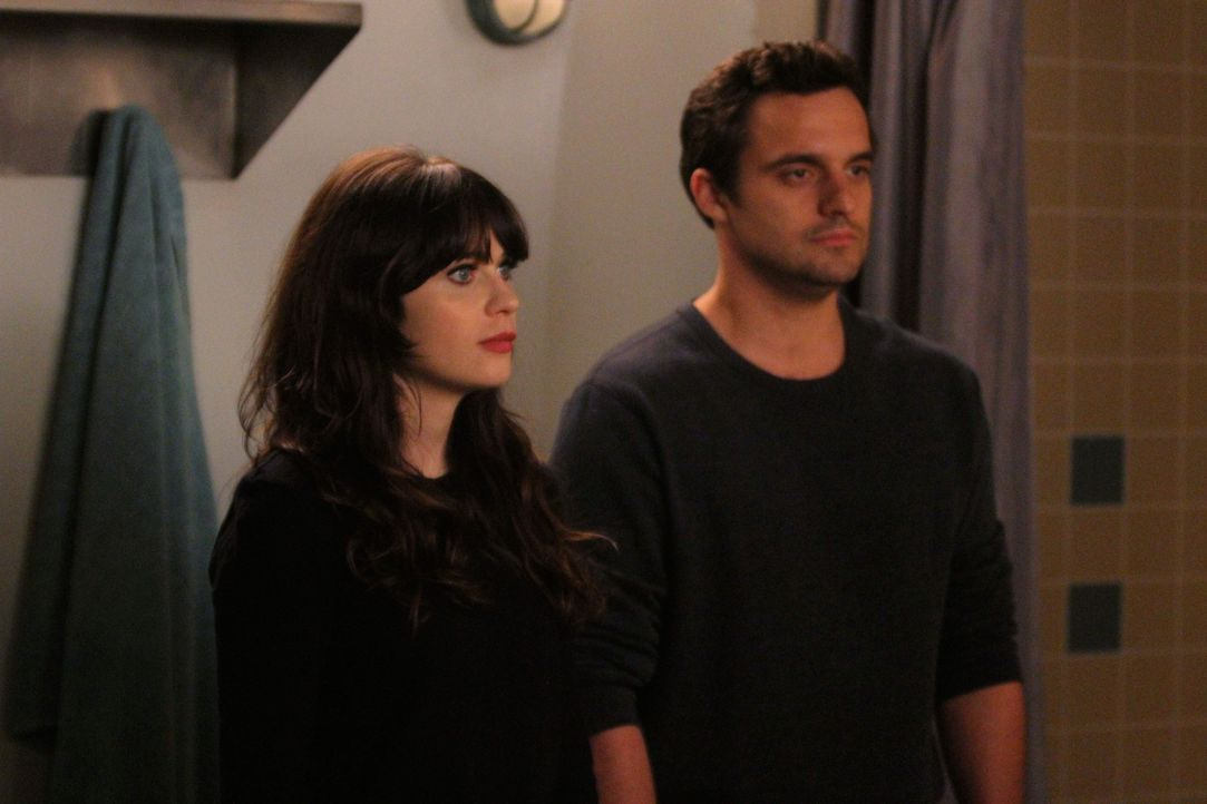 Nick (Jake Johnson, r.), Winston und Schmidt drängen Jess (Zooey Deschanel, l.), sich endlich einen neuen Job zu suchen, doch die leidet gerade unte... - Bildquelle: 2012 Twentieth Century Fox Film Corporation. All rights reserved.