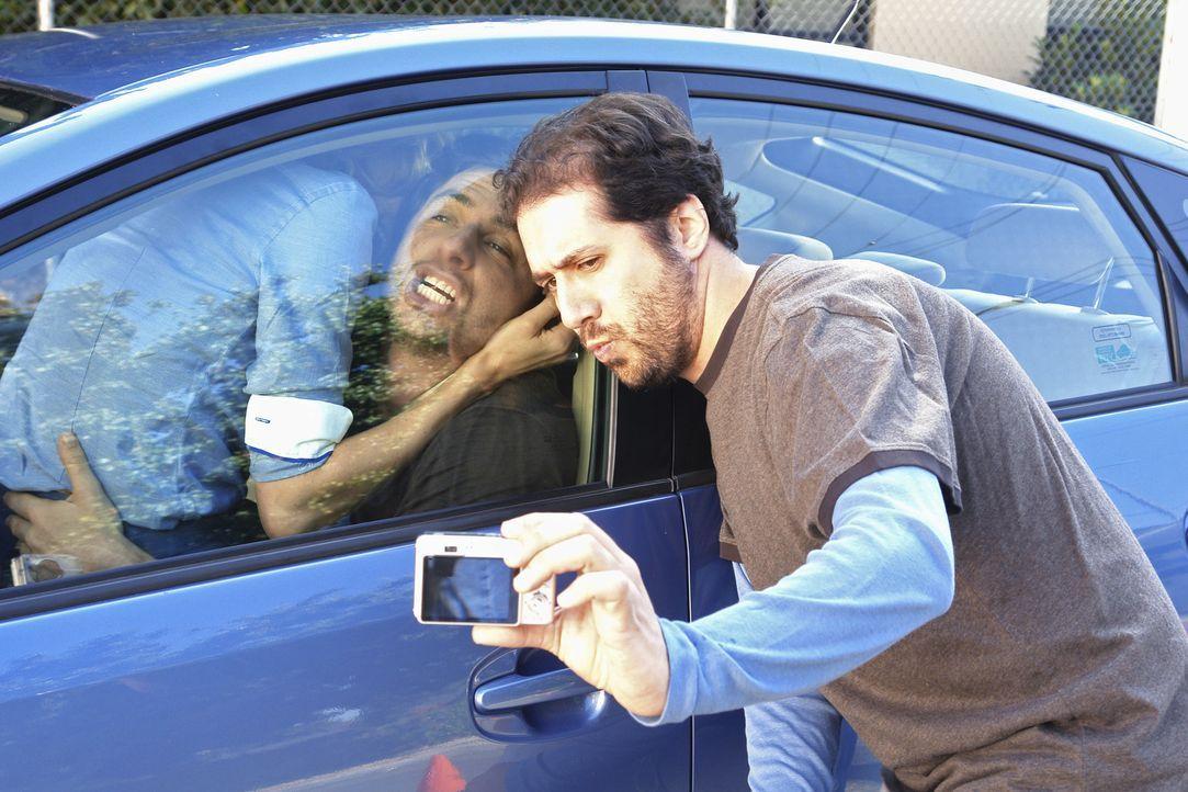Während Turk versucht, den Posten als Chefchirurg zu bekommen, werden Elliot (Sarah Chalke, l.) und J.D. (Zach Braff, M.) in einer peinlichen Situa... - Bildquelle: Touchstone Television