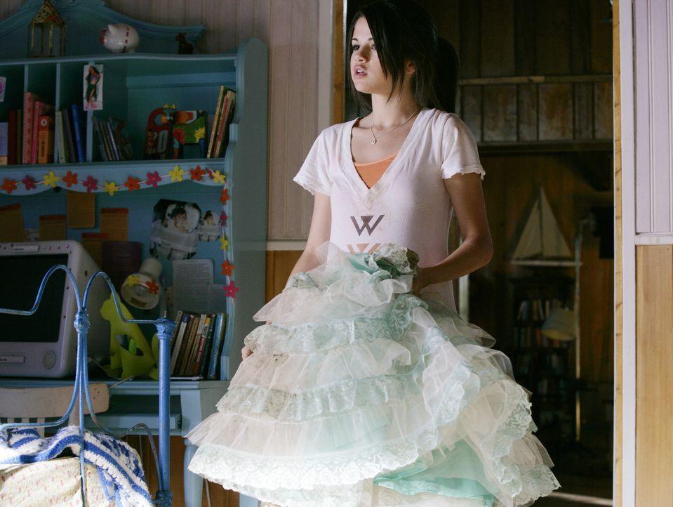 Wie wird man eine Prinzessin? Carter (Selena Gomez) erhält einen Crashkurs ... - Bildquelle: Disney