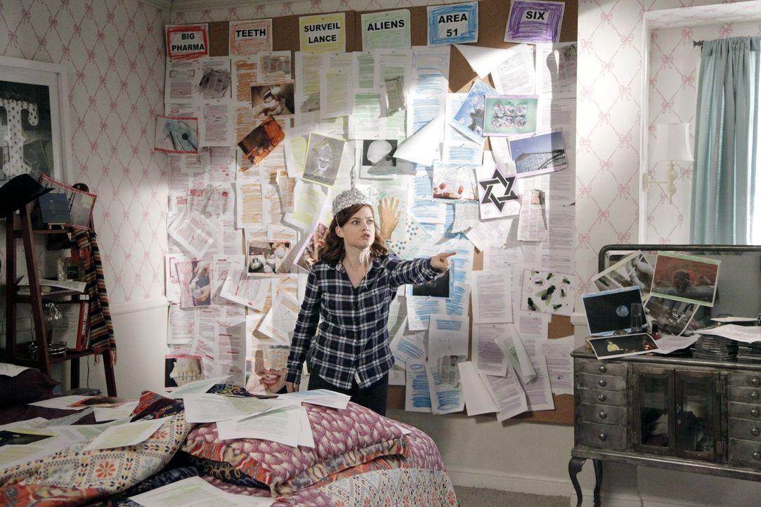 Nach einer Zahn-OP reagiert  Tessa (Jane Levy) auf die Schmerztabletten mit paranoiden Wahnvorstellungen ... - Bildquelle: Warner Brothers