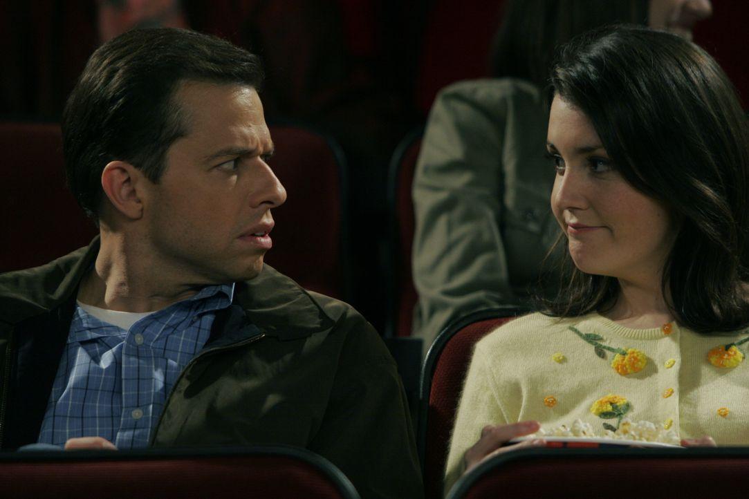 Alan Harper (Jon Cryer, l.); Rose (Melanie Lynskey, r.) - Bildquelle: Warner Brothers Entertainment Inc.