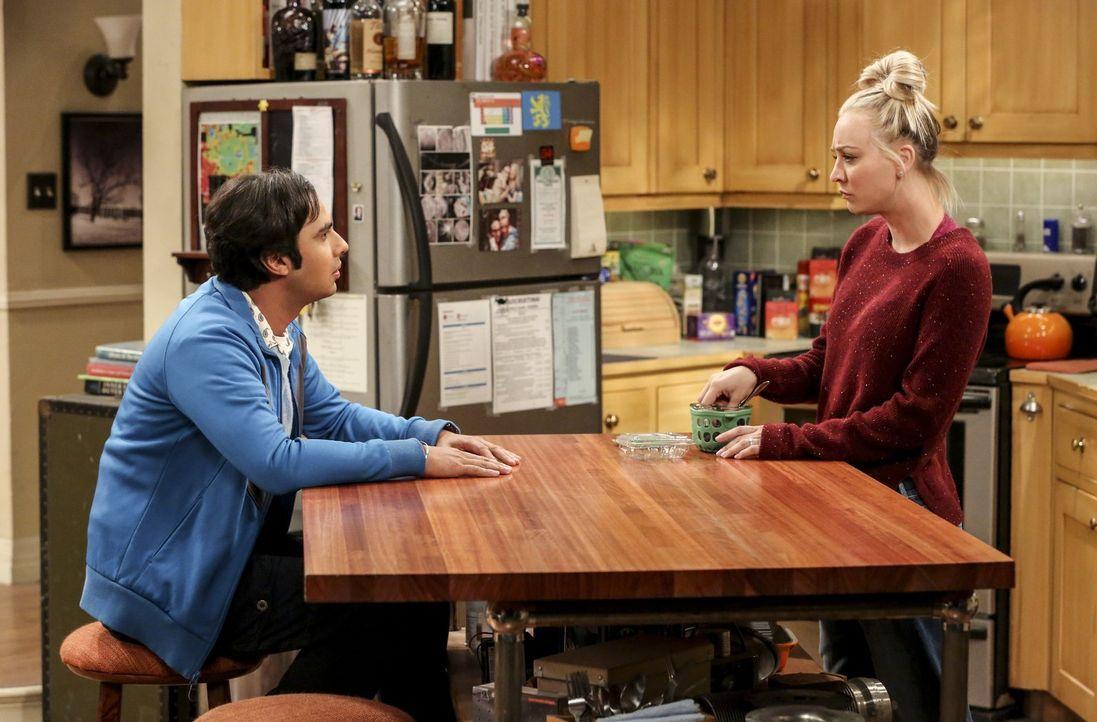 Als Raj (Kunal Nayyar, l.) Penny (Kaley Cuoco, r.) erzählt, dass Ruchi ihr Verhältnis unverbindlich halten will, ahnt Penny sofort, dass das nicht l... - Bildquelle: Warner Bros. Television