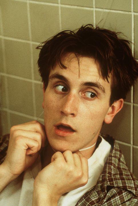 Erneut geschieht ein mysteriöser Todesfall: George (Brendan Fehr) stürzt in der Dusche und stranguliert sich mit dem Duschvorhang ... - Bildquelle: New Line Cinema