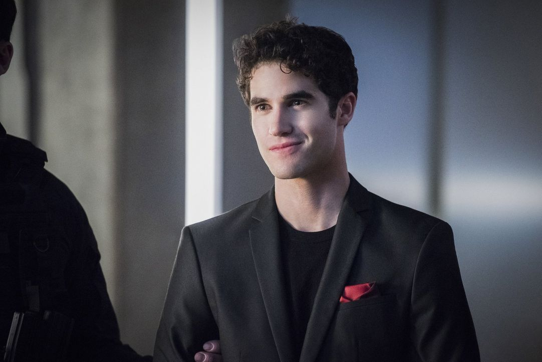 Attackiert Supergirl: Music Meister (Darren Criss) ... - Bildquelle: 2016 Warner Brothers