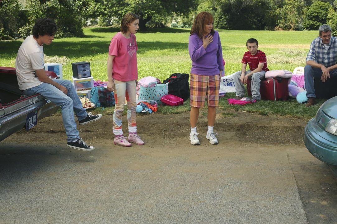 (v.l.n.r.) Axl (Charlie McDermott); Sue (Eden Sher); Frankie (Patricia Heaton); Brick (Atticus Shaffer); Mike (Neil Flynn) - Bildquelle: Warner Brothers