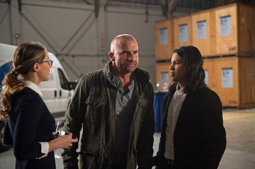 Die Zusammenarbeit zwischen Kara (Melissa Benoist, l.), Mick (Dominic Purcell, M.) und Cisco (Carlos Valdes, r.) ist nicht immer ganz einfach ... - Bildquelle: Warner Brothers