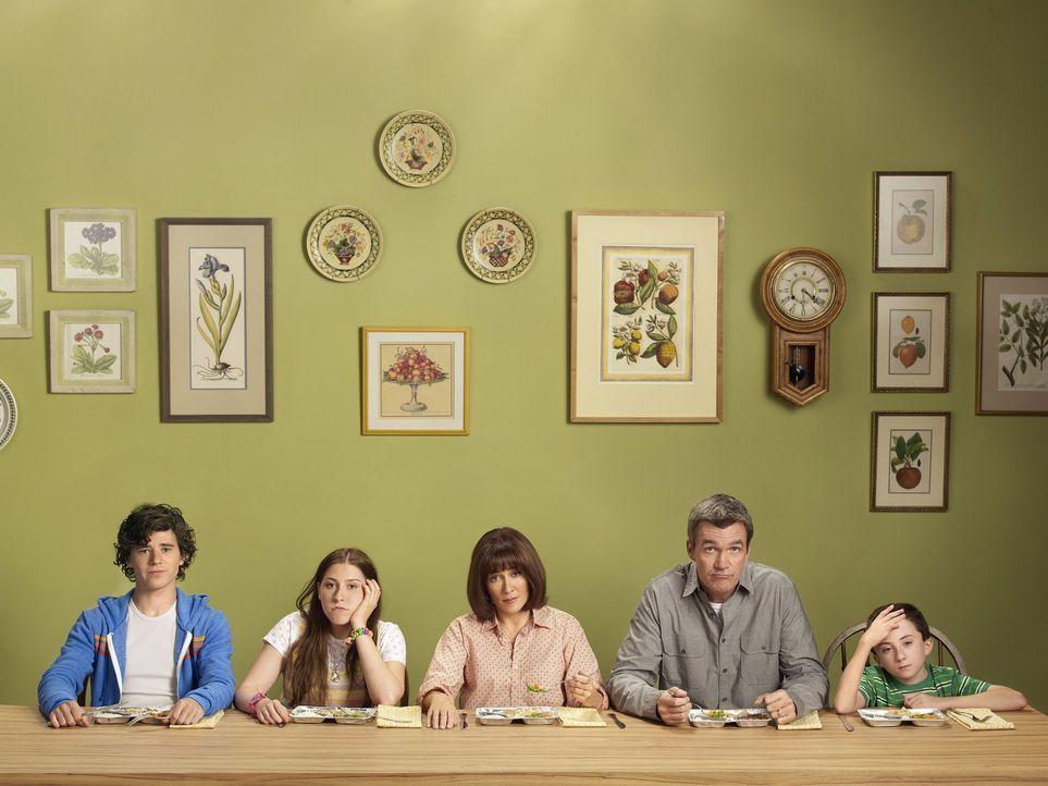(3. Staffel) - Bei ihnen herrscht der ganz normale Wahnsinn einer fünfköpfigen Mittelklassen-Familie: Axl (Charlie McDermott, l.), Frankie (Patricia... - Bildquelle: Warner Brothers