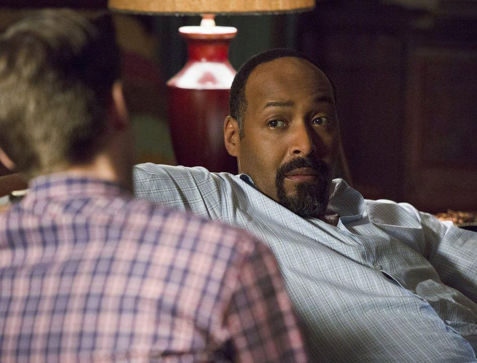 Der Besuch einer alten Liebe stellt Joe (Jesse L. Martin) vor eine schwierige Entscheidung ... - Bildquelle: 2015 Warner Brothers.