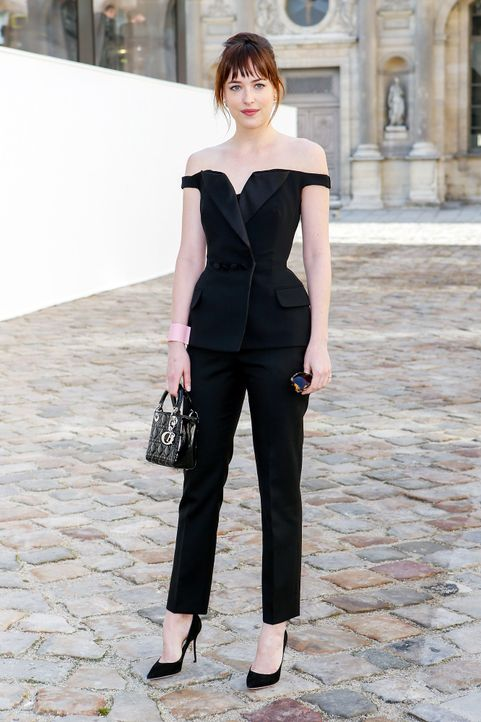 Paris-Fashion-Week-Dakota-Johnson-2-150306-SIPA-WENN-com - Bildquelle: SIPA/WENN.com