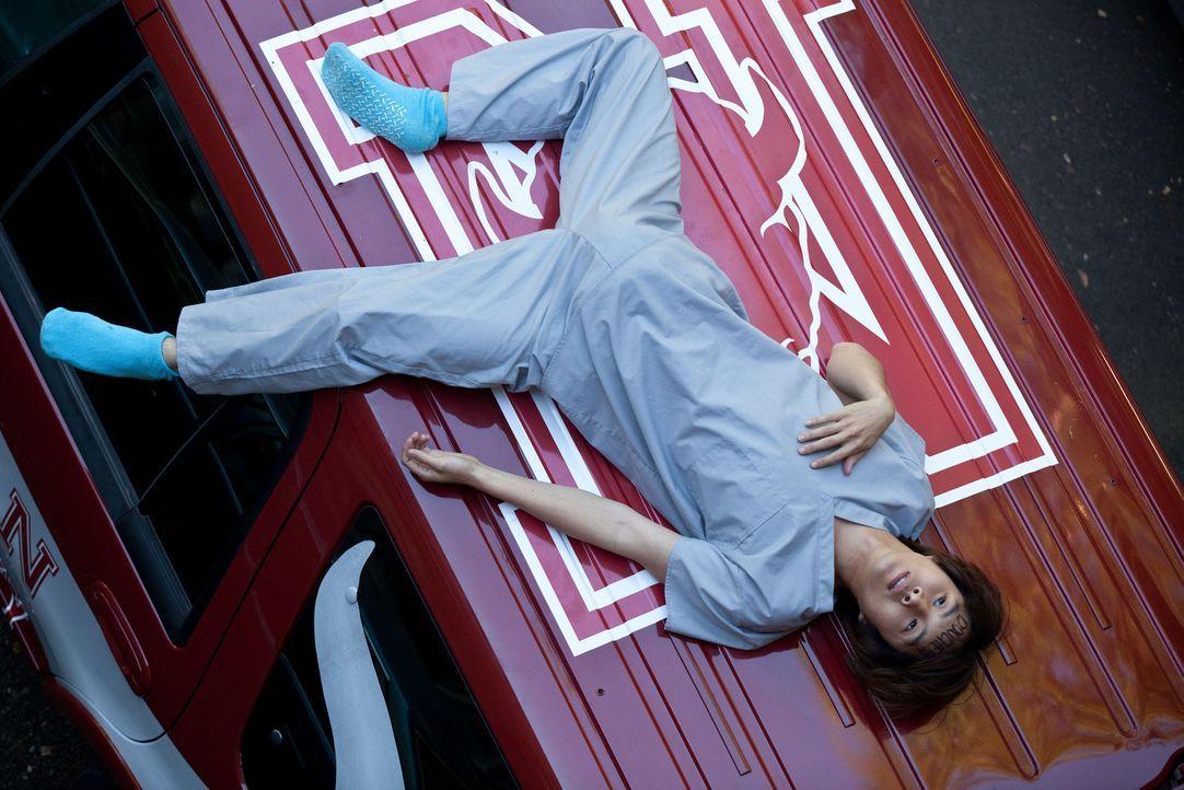 Das EINE Bier artet völlig aus und Jeff (Justin Chon) erlebt eine Nacht voller Ausschweifungen mit verheerenden Folgen ... - Bildquelle: John Johnson 2011 Twenty One and Over Productions, Inc.