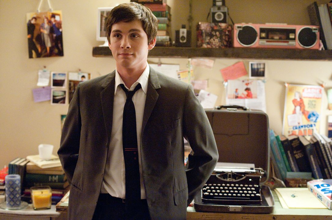 Keiner ahnt, wie kompliziert Charlies (Logan Lerman) Leben wirklich ist und welches düstere Geheimnis er verbirgt ... - Bildquelle: John Bramley 2011 Summit Entertainment, LLC.  All rights reserved.