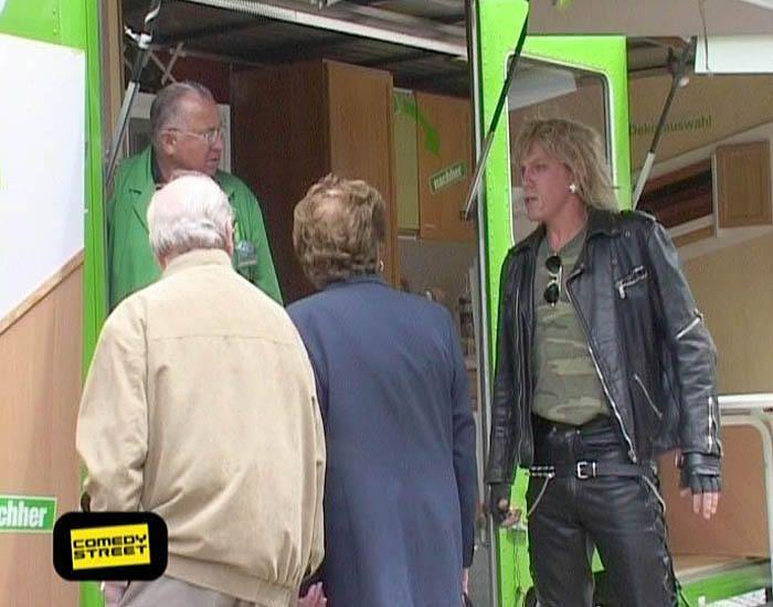 comedystreet-st-04-epi-03-grab-simon-gosejohann-13-prosiebenjpg 700 x 550 - Bildquelle: Guido Ohlenbostel ProSieben
