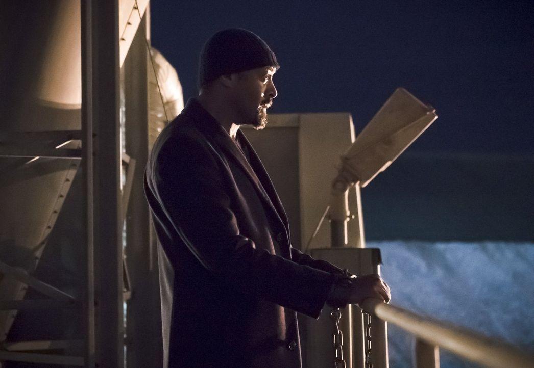 Noch ahnt Joe (Jesse L. Martin) nicht, dass sein Plan gehörig schief gehen wird ... - Bildquelle: Warner Bros. Entertainment, Inc.