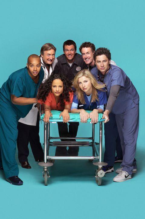 (2. Staffel) - Die Belegschaft des Sacred Heart Hospitals muss täglich mit neuen Überraschungen rechnen: (hinten) John Dorian (Zach Braff, r.), Turk... - Bildquelle: Touchstone Television