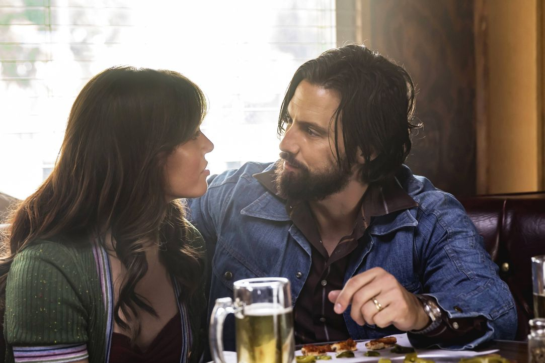 Sind sich in ihrer Zukunftsplanung nicht ganz einig: Rebecca (Mandy Moore, l.) und Jack (Milo Ventimiglia, r.) ... - Bildquelle: Ron Batzdorff 2016-2017 Twentieth Century Fox Film Corporation.  All rights reserved.   2017 NBCUniversal Media, LLC.  All rights reserved.