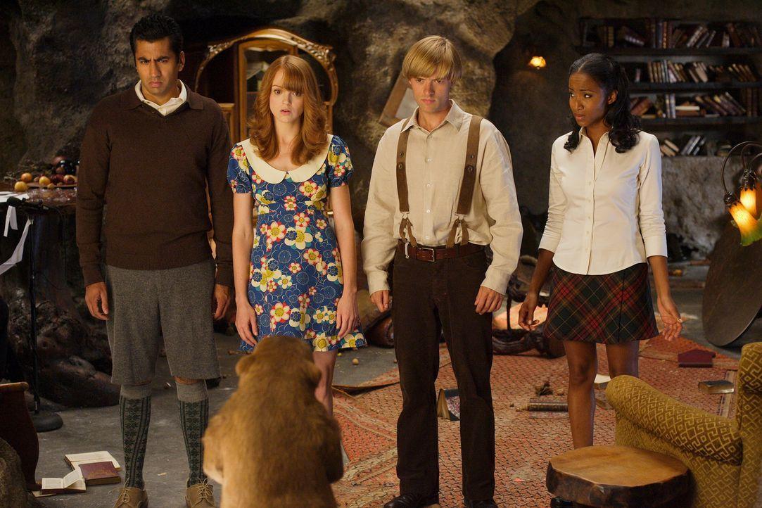 Harry Beaver hat eine ganz besondere Aufgabe für die vier Waisen (v.l.n.r.: Kal Penn, Jayma Mays, Adam Campbell, Faune Chambers): Sie sollen die ne... - Bildquelle: Twentieth Century-Fox Film Corporation
