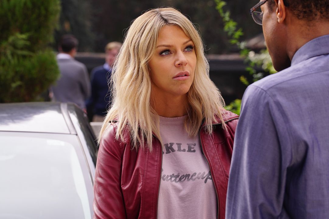 Mit ihren eigenen Mitteln probiert Mickey (Kaitlin Olson) Chips Zukunft zu retten. Auch, wenn sie dafür seinen Lehrer bezirzen muss ... - Bildquelle: 2017 Fox and its related entities. All rights reserved.