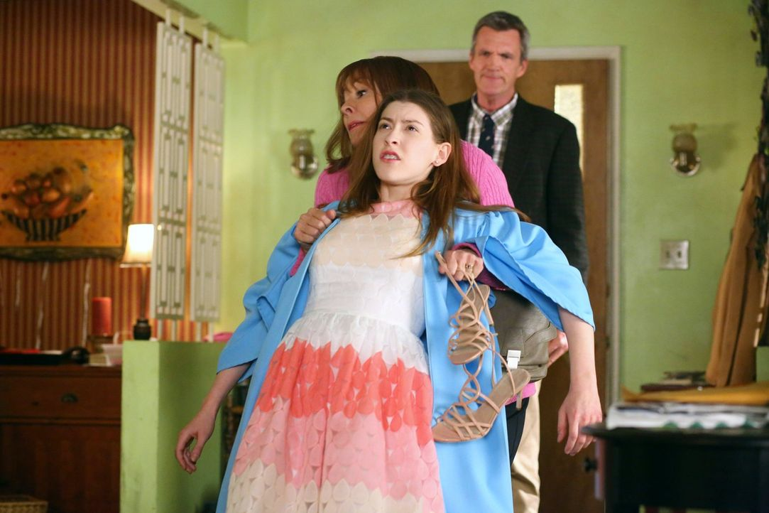 (v.l.n.r.) Frankie (Patricia Heaton); Sue (Eden Sher); Mike (Neil Flynn) - Bildquelle: Warner Brothers