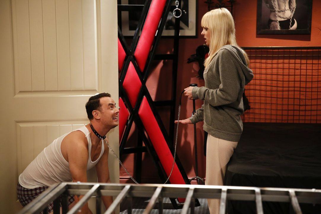 Christy (Anna Faris, r.) ist überfordert, als sie die Leidenschaft ihres Nachbarn Andy (Colin Hanks, l.) erkennt  ... - Bildquelle: Warner Bros. Television