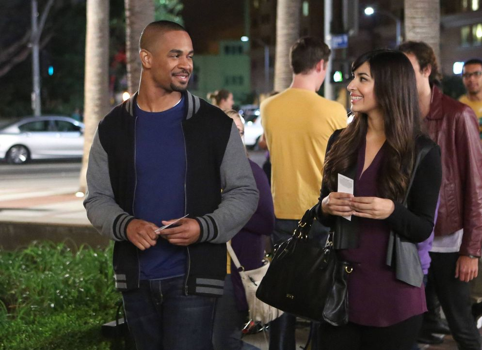 Das erste offizielle Date von Cece (Hannah Simone, r.) und Coach (Damon Wayans Jr., l.) soll die beiden zueinander führen. Doch es kommt anders als... - Bildquelle: 2013 Twentieth Century Fox Film Corporation. All rights reserved.